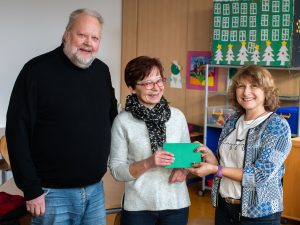 Spendenübergabe vlnr Peter Gerbothe Sabine Goldau Monika Löcken