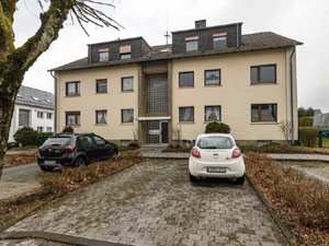 Drei-Zimmer-Wohnung - Balkon - Gartennutzung - Keller - Stellplatz