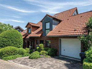 Tolle Doppelhaushälfte in ruhiger Wohnlage - Keller - Garage - Garten - Kamin -